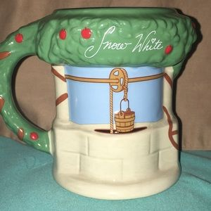 🆕 Disney's Snow White Wishing Well Ceramic Mug